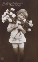 alte Karte zum Geburtstag, Mädchen, Blumen, sw